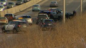 Suspects crash car on 494 after police chase in Bloomington, Minn.