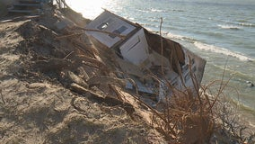 Home falls off bluff along Lake Michigan