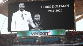 Vikings legend Chris Doleman honored during moment of silence before Super Bowl