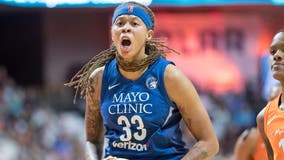 Lynx star Seimone Augustus signs with Los Angeles Sparks
