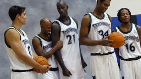 Wally Szczerbiak says Kevin Garnett deserves to have his number retired by Wolves