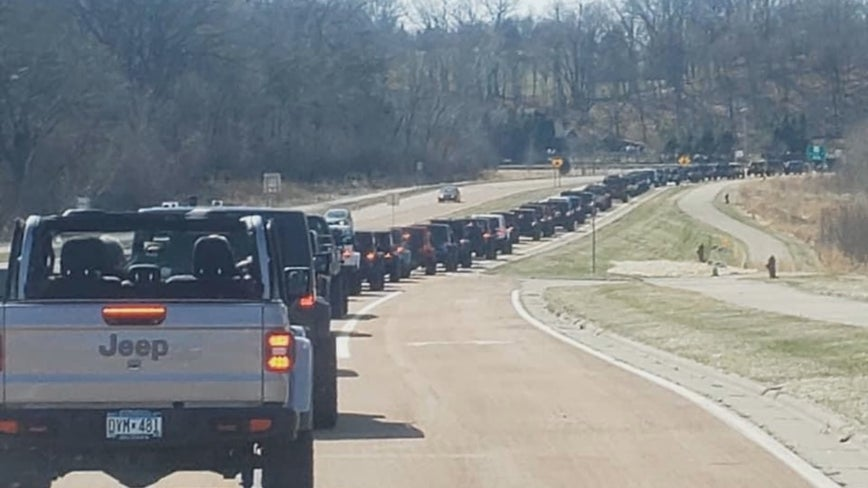 Jeep club rolls deep to cheer up Minnesotans during pandemic