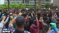 Actor Jamie Foxx joins protesters in Minneapolis calling for arrest of other officers in Floyd death