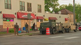National Guard 34th Red Bull Infantry protects essential neighborhood grocery store in Minneapolis