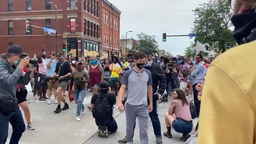 Crowds kicks Minneapolis mayor out of rally for not backing defunding the police department