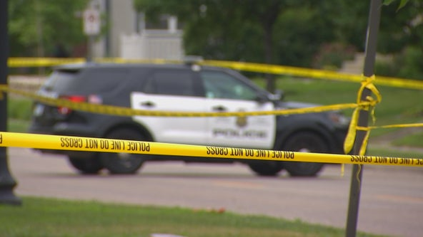 1 dead after motorcycle hits tree in Minneapolis