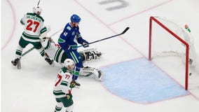 Wild fall to Canucks 4-3 in Game 2 in Edmonton, Qualifying series tied 1-1