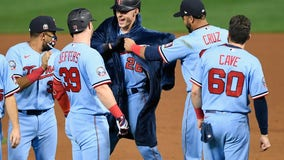 Twins inch closer to White Sox in AL Central, unveil celebratory robes