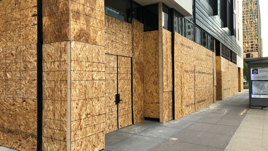 downtown Minneapolis businesses boarded up