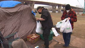 Twin Cities volunteers spend Thanksgiving feeding people at encampments as pandemic drives up need