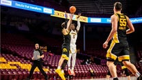Gophers fall 4 spots to No. 21 in AP Poll, Carr a finalist for Bob Cousy Award