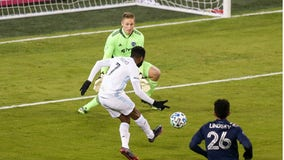 Minnesota United knocks off Sporting KC 3-0 in MLS Cup Playoffs