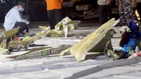 Indonesian divers find parts of plane wreckage in Java Sea