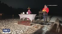 Hundreds gather for Mass on ice held by Minnesota colleges
