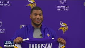 Vikings introduce 1st round pick OL Christian Darrisaw