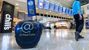 Rolling droid brings MSP Airport passengers to-go food orders