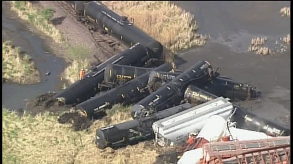 2 cars leaking hydrochloric acid after Albert Lea, Minn. train derailment
