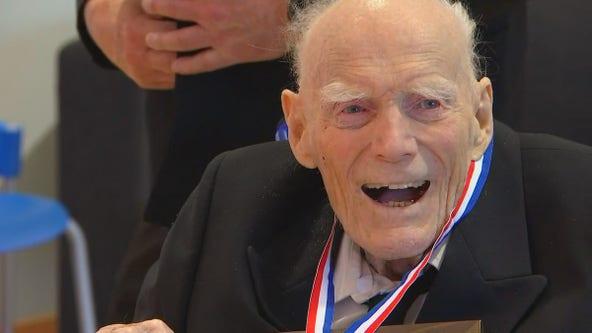 Minnesota WWII vet receives award for heroism during German U-boat attack