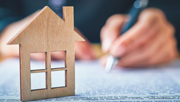 Credible-mortgage-refinance-iStock-1268268509.jpg