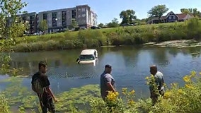 Eagan police rescue driver from sinking car off Hwy. 13