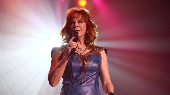 Reba McEntire rescued from historic building in Oklahoma after stairs collapse