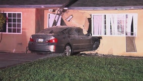 Car crashes into Oxnard home, driver flees on foot