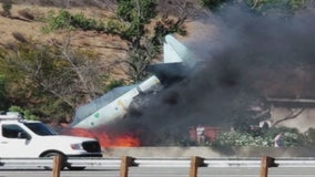Plane crashes on 101 Fwy in Agoura Hills