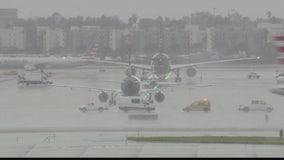 JetBlue flight makes emergency landing at LAX after possible lightning strike
