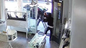 Video captures dramatic moments armed suspect tries robbing jewelry store in Santa Monica