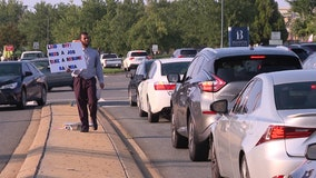 Laid off father of 2 with MBA passing out resumes during rush hour