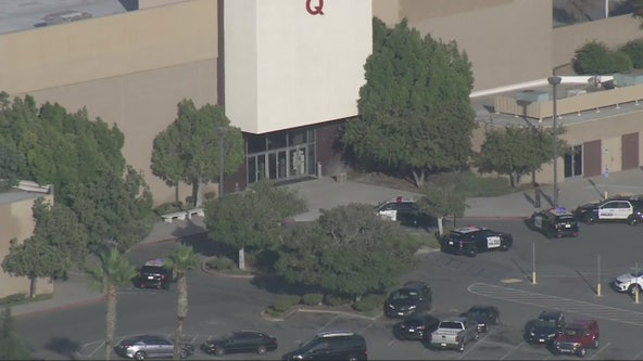 Brea police set up perimeter around popular mall after possible store theft