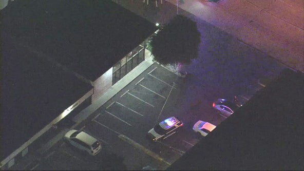 Man shot in Hawthorne robbery, officials say