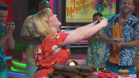 Cast of Escape to Margaritaville performs Cheeseburger in Paradise live on GDLA