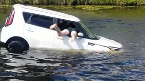 Bystanders save driver from sinking car in Boca Raton canal