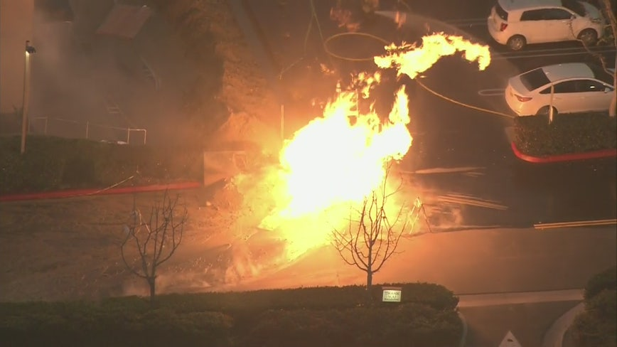 Crews respond to gas line rupture fire in Aliso Viejo