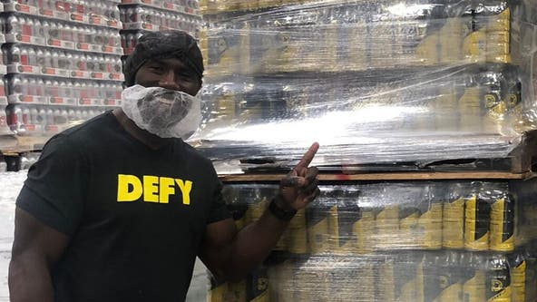 Super Bowl MVP Terrell Davis donates $400K worth of products to Feeding America: 'Leading by example'