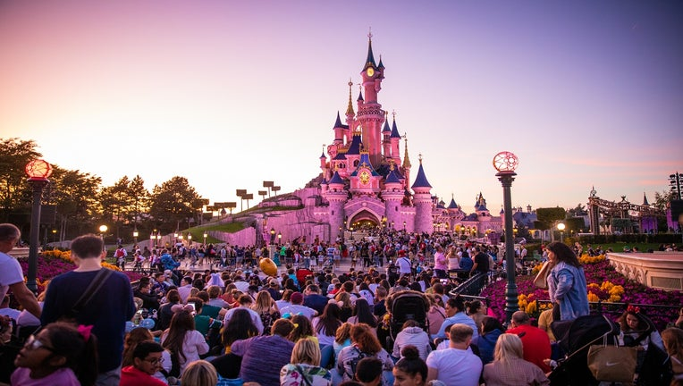 02f36cb8-Daily Life At Disneyland Paris