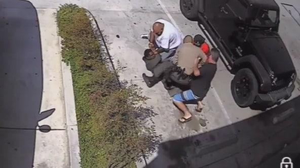 Citizens jump in to help sheriff's deputy make arrest