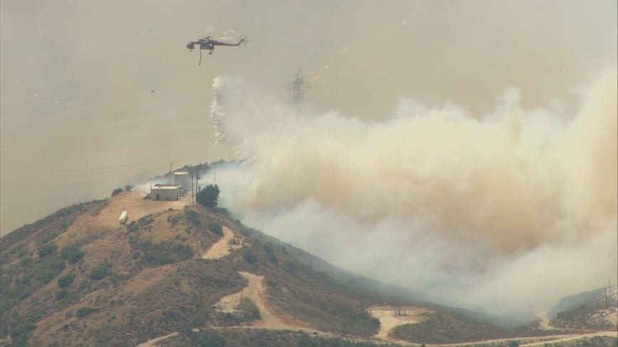 Fire crews battling wildfire in Santa Clarita