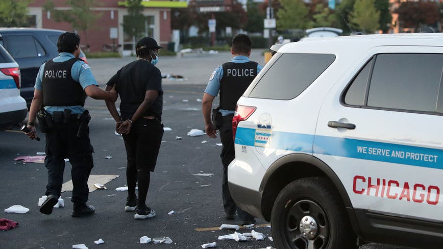 2 shot, more than 100 arrested and 13 officers hurt during downtown Chicago looting