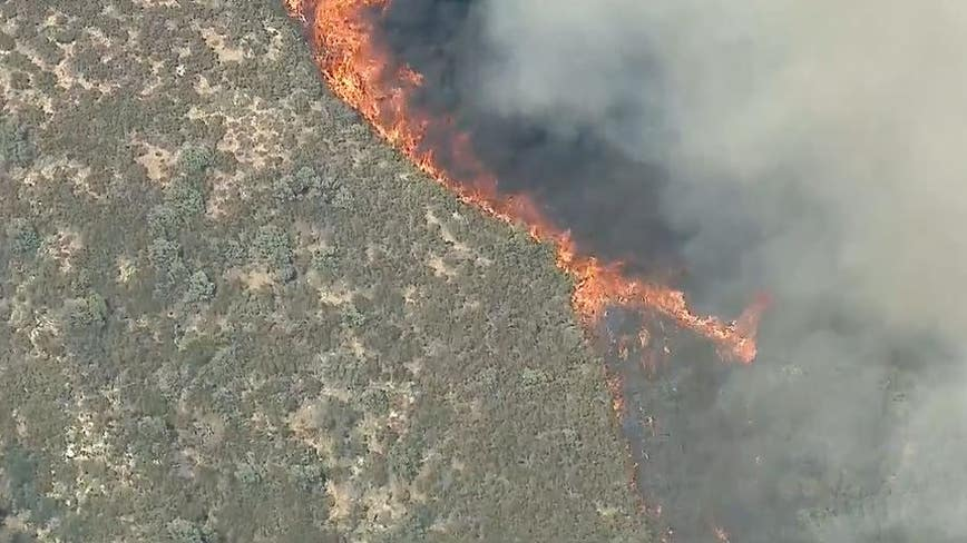 Fast-moving brush fire blackens at least 450 acres in Lake Hughes
