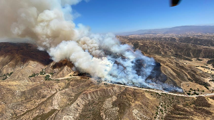 'Texas Fire' sparks in Santa Clarita, threatening homes, structures