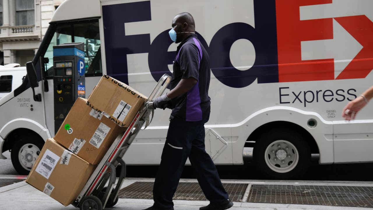 Photo of FedEx, USPS to hire over a thousand seasonal team members in the Los Angeles area