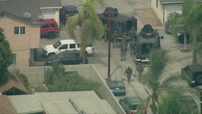 Suspect in custody after hours-long standoff in Lynwood