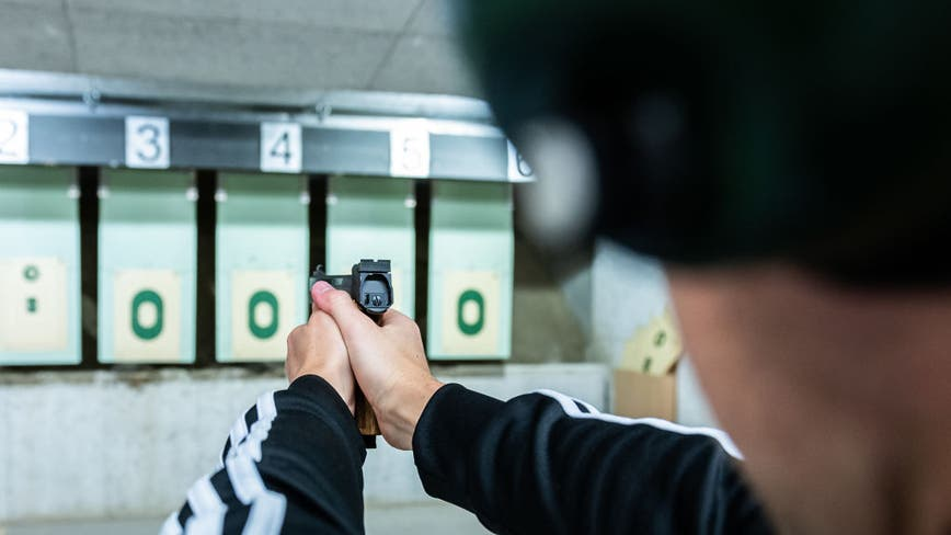 Deputy accidentally shoots himself at California gun range