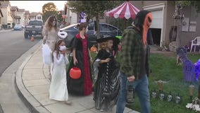 Trick-or-treating in Santa Clarita