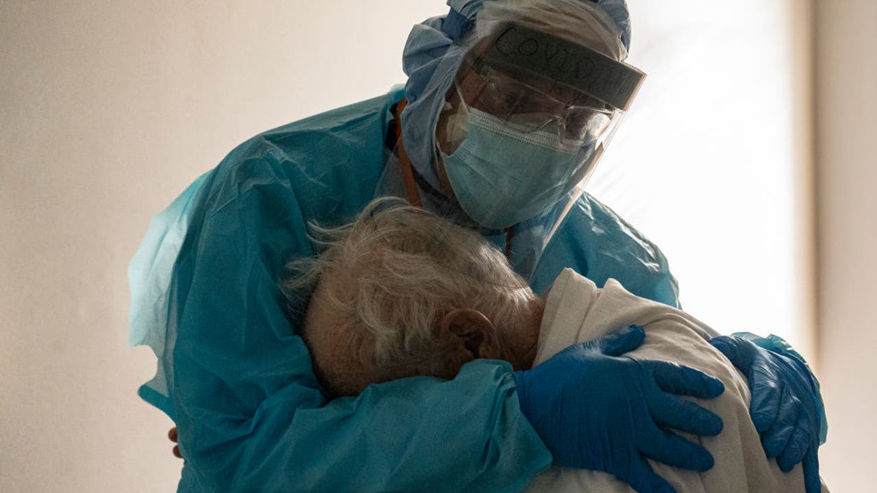 Doctor hugs elderly coronavirus patient on Thanksgiving in...