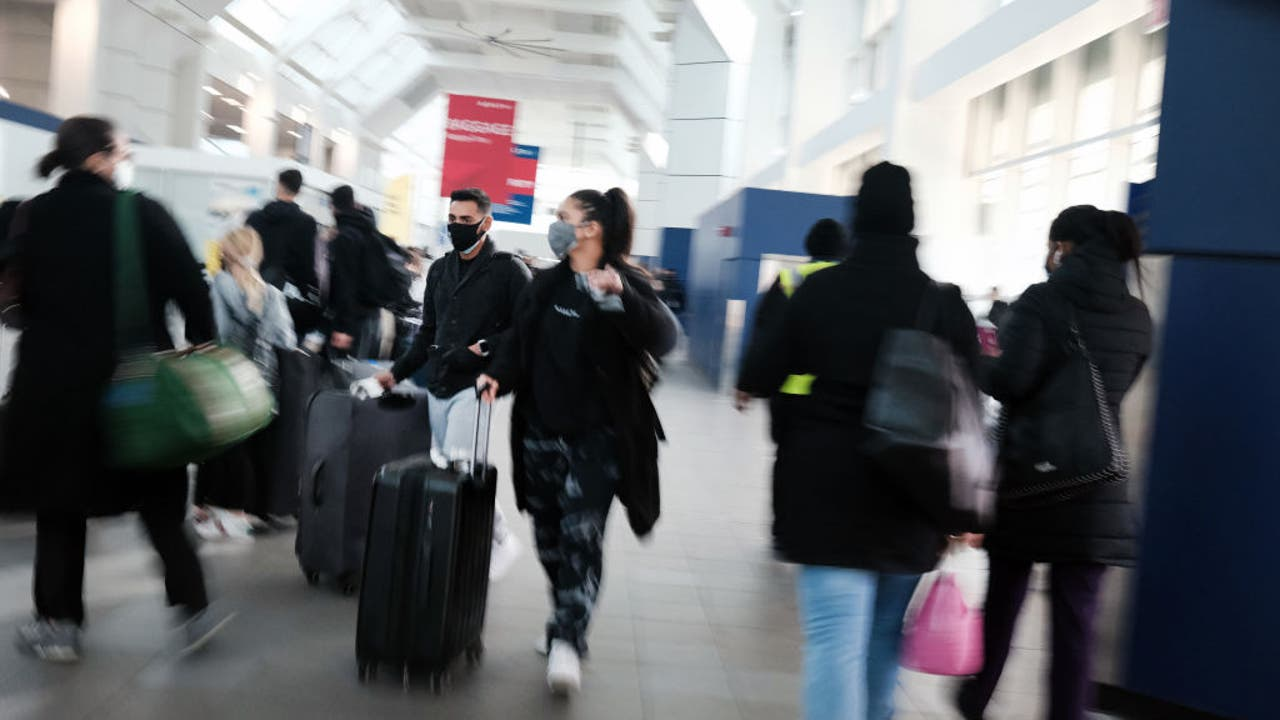 CDC urges Americans to stay home for holidays