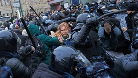 Thousands arrested in Russia for 2nd week straight at protests backing activist Alexei Navalny