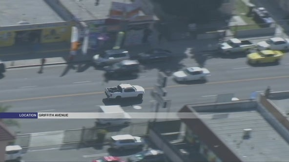 Suspect in white truck leads CHP officers in brief South LA pursuit